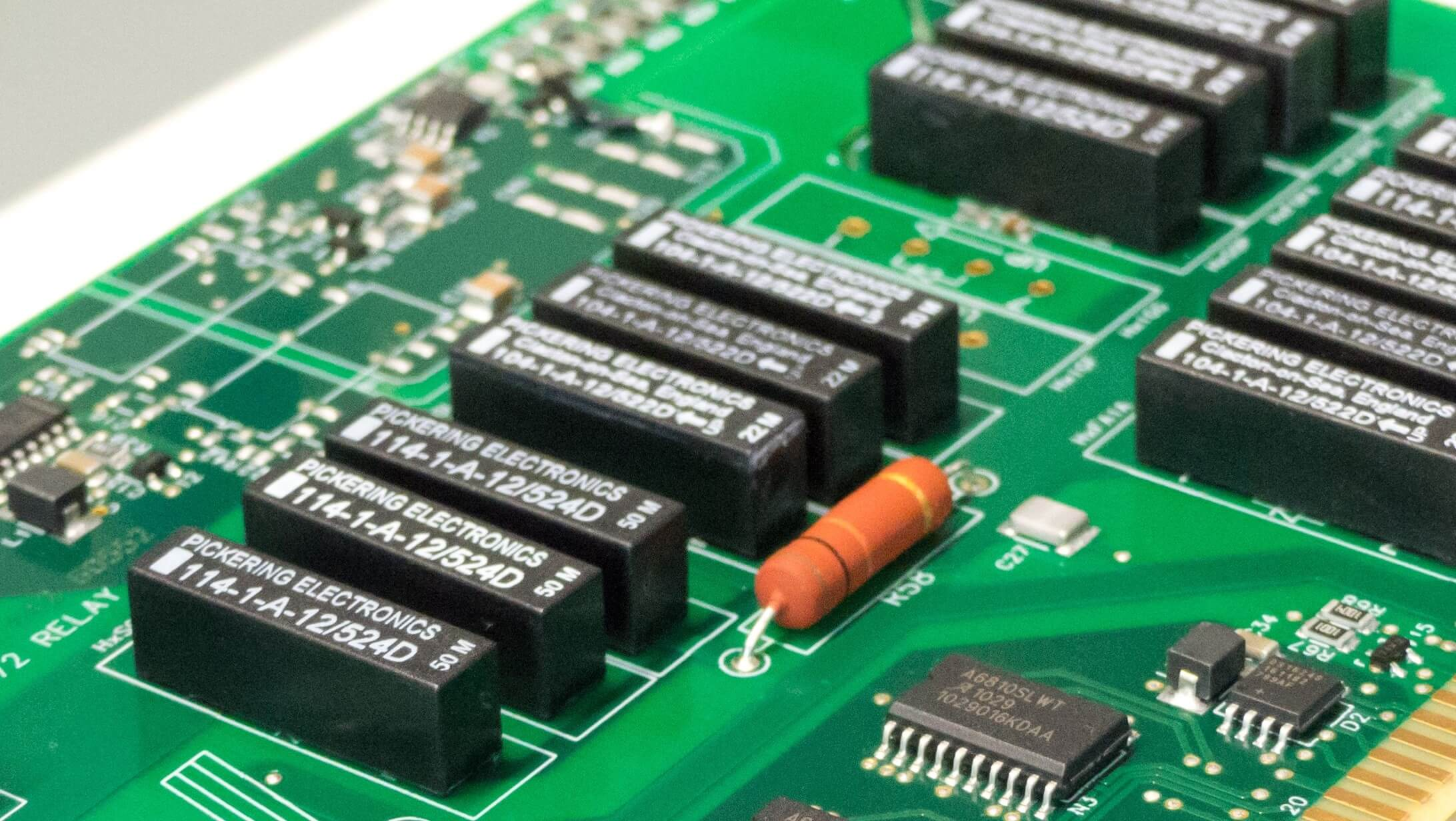 Basic principles of PCB assembly: Through-Hole vs Surface Mounted - EPR |
